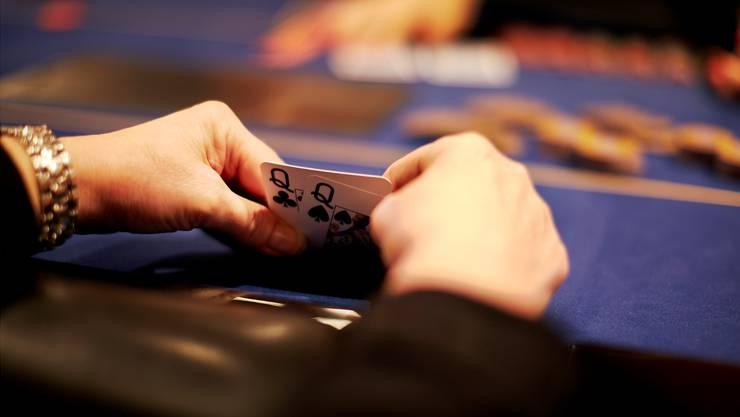 Nur Schweizer Casinos, die schon eine Konzession haben, sollen Online-Geldspiele anbieten dürfen.