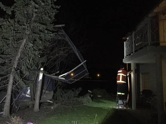 In Montlingen wurden rund 20 Häuser, mehrere Gartenhäuser und Autos beschädigt.