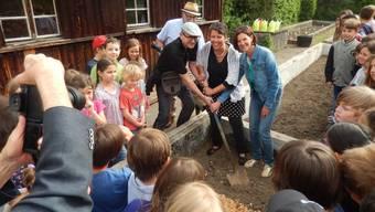 René und Corinne Kaiser, sowie Heidi Dizerens (Lehrerschaft Hermesbühl, v.l.) und «Klosterwart» Urs Bucher (hinten)