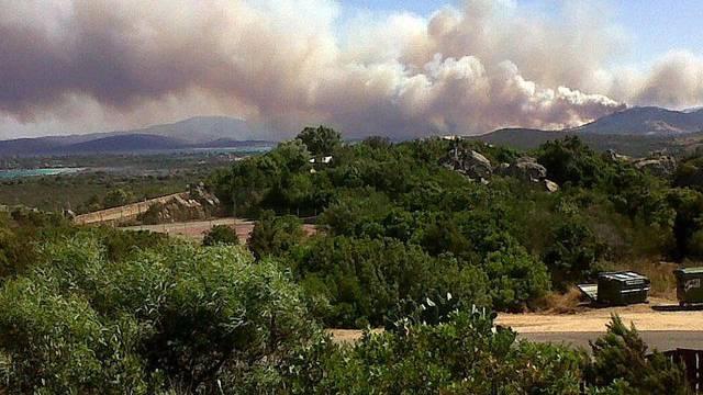 Rauchsäule bei San Teodoro auf Sardinien (Archiv)