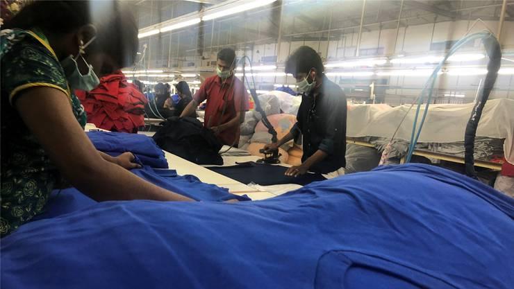 Der indische Textilhersteller Sulochana aus Tirupur stellt die neuen Switcher-Shirts her, Marc Joss und sein Team verkaufen sie in der Schweiz. Die Sulochana-Fabriken gehören zu den modernsten und fortschrittlichsten Indiens.