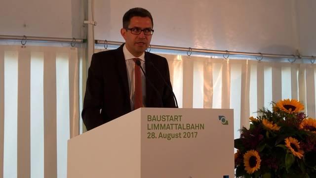 Spatenstich Limmattalbahn: Die Rede von Gesamtprojektleiter Daniel Issler.