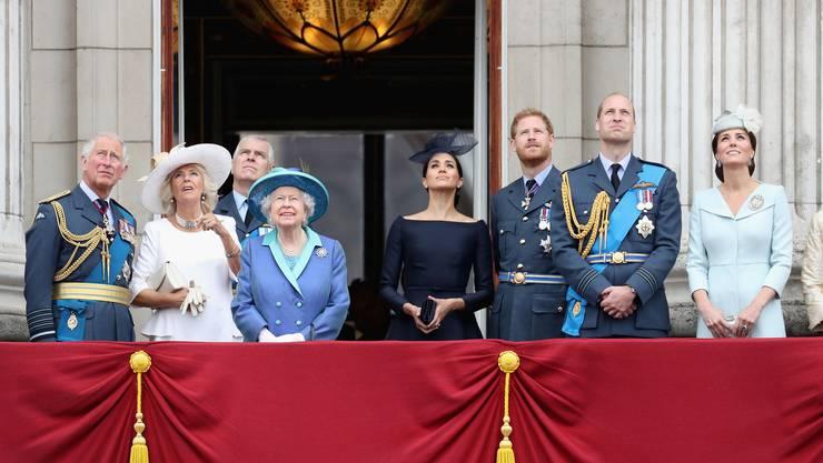In Stein gemeisselt ist  die Rollenverteilung heute fast nur unter Königskindern: Prinz Harry blieb nur die Rolle als Querschläger hinter seinem Bruder und Thronfolger William.