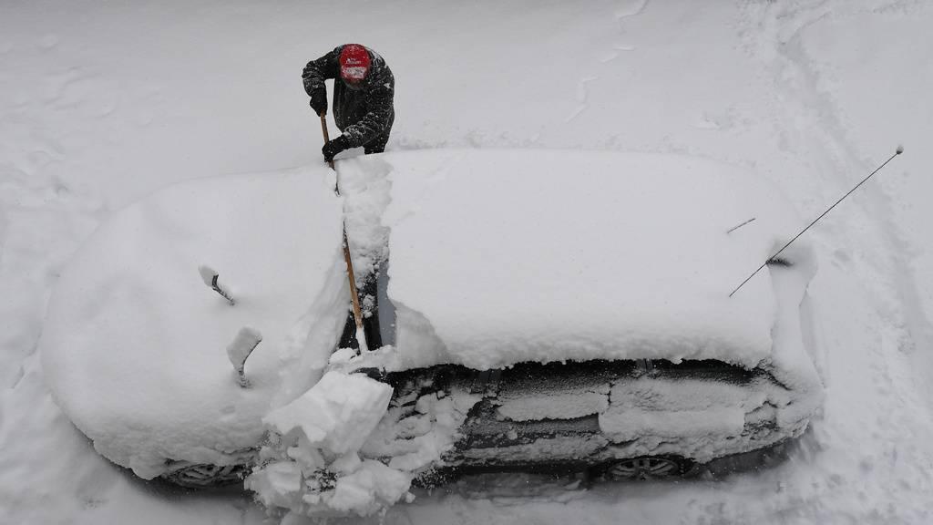 «Föhn ab Mittwoch frisst den Schnee weg» – Dachlawinengefahr steigt