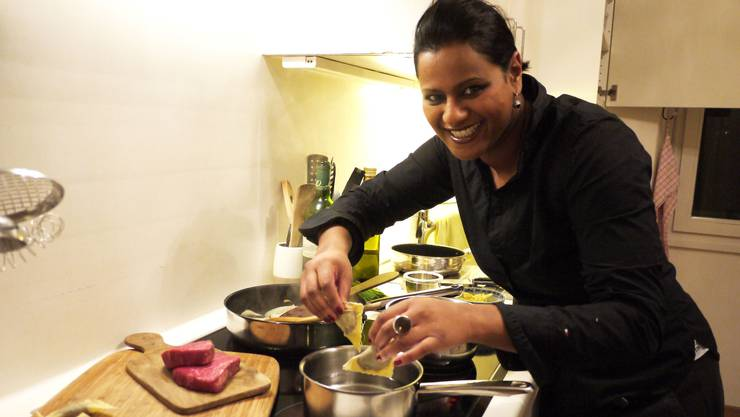 Melanie Brugger in ihrer Küche: Jacky Donatz als Lehrmeister.  zvg