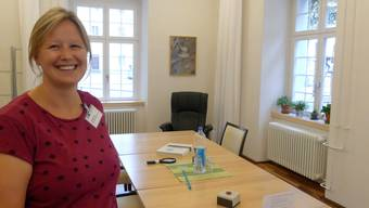 Daniela Foos, Pflegefachfrau Palliative Care, im Aufenthaltsraum, der auch Angehörigen von Menschen in den Hospiz-Betten zur Verfügung steht.
