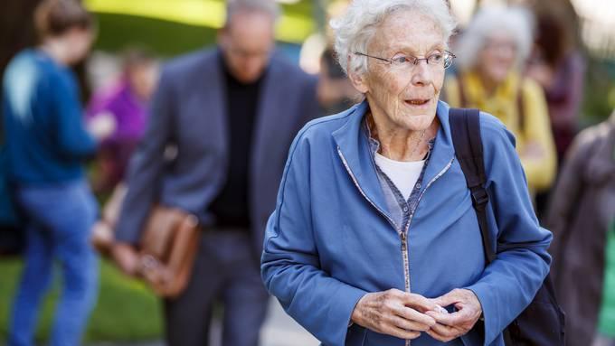 Anni Lanz, Straftäterin aus Nächstenliebe, auf dem Weg zum Kantonsgericht in Sion.