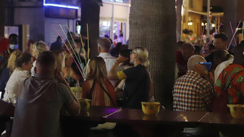 Nach illegalen Partys: Mallorca schliesst Lokale