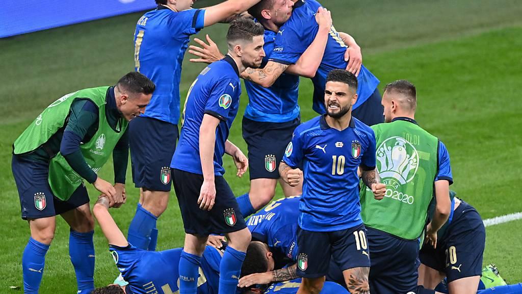 Italien schafft es mit azurblauem Auge in die Viertelfinals