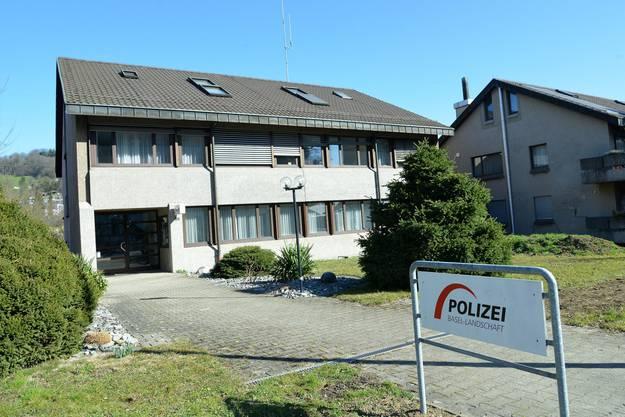 Das Bezirksgefängnis bietet 16 Plätze, die alle mit Basler Häftlingen im Kurzzeitvollzug belegt sind. Im Gegenzug platziert Baselland im Basler Bässlergut bis zu 17 Ausschaffungshäftlinge.