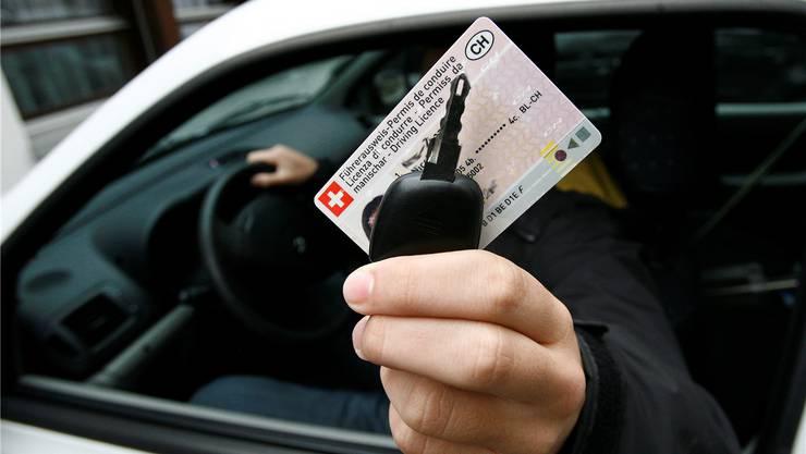 In der Schweiz darf der Franzose nicht Auto fahren. Dies weil sein französischer Ausweis ungültig war. (Symbolbild)