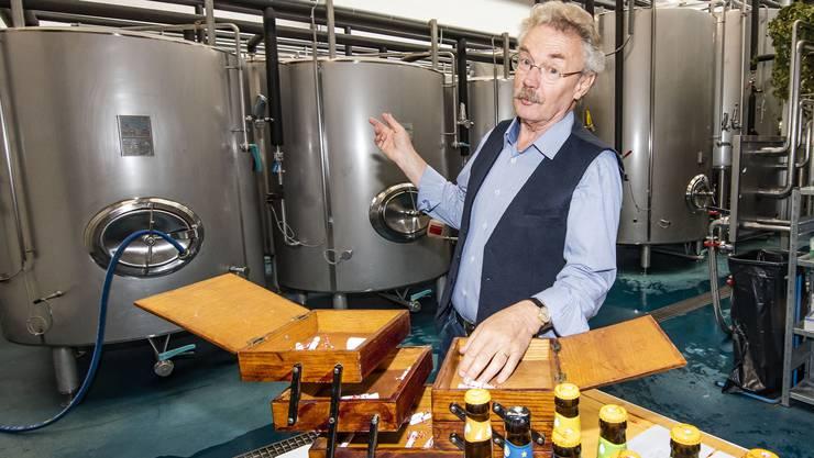 Im Nähkästchen der Schweiz am Wochenende befinden sich Lösli mit verschiedenen Begriffen. Istvan Akos hat – hier in der Brauerei von «Unser Bier» im Basler Gundeldingerfeld – «Identität» erwischt.