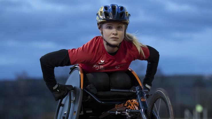 Elodie ist nach einem Unfall an den Rollstuhl gefesselt.