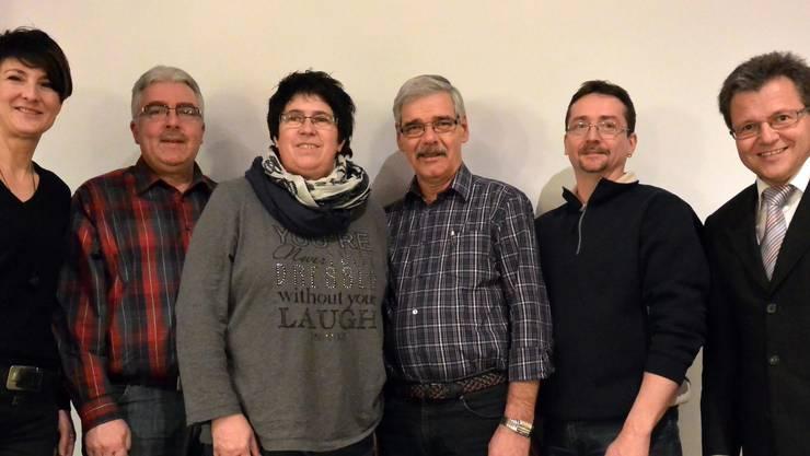 v.l.n.r.: Regula Berger (10 Jahre Sekretariat), Peter von Burg (Präsident Young Harmonists), Doris Grolimund (16 Jahre Musikkommission), Heini Bader (30 Jahre Festwirt), Ruedi von Burg (25 Jahre Aktivmitglied),  Ruedi Berger (Präsident)