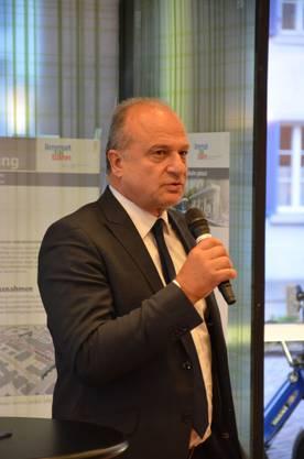 Der Zürcher Stadtrat Filippo Leutenegg wirbt für die Limmattalbahn