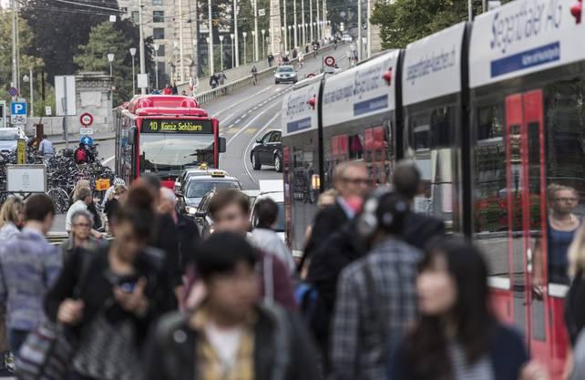 Trotz beengten Verhältnissen gibt es in Bern massiv weniger Unfälle pro Personenkilometer.