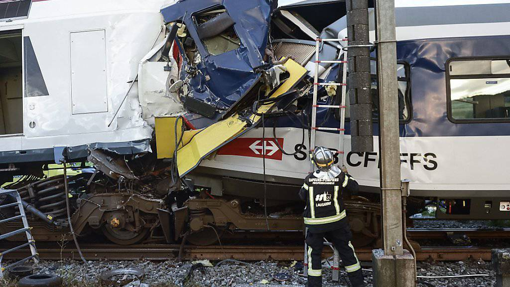 Beim Zusammenstoss der beiden Regionalzüge beim Bahnhof Granges-Marnand VD verstarb einer der beteiligten Lokführer. (Archivbild)