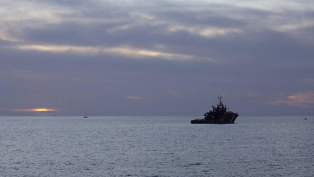 ARCHIV - Ein Seenotrettungsschiff vor der Küste von Gran Canaria. (Archivbild) Foto: Manuel Navarro/dpa