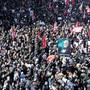 Diesen Bildern der iranischen Trauermärsche für Qassem Soleimani darf man nicht trauen, sagt die iranische Journalistin Masih Alinejad.