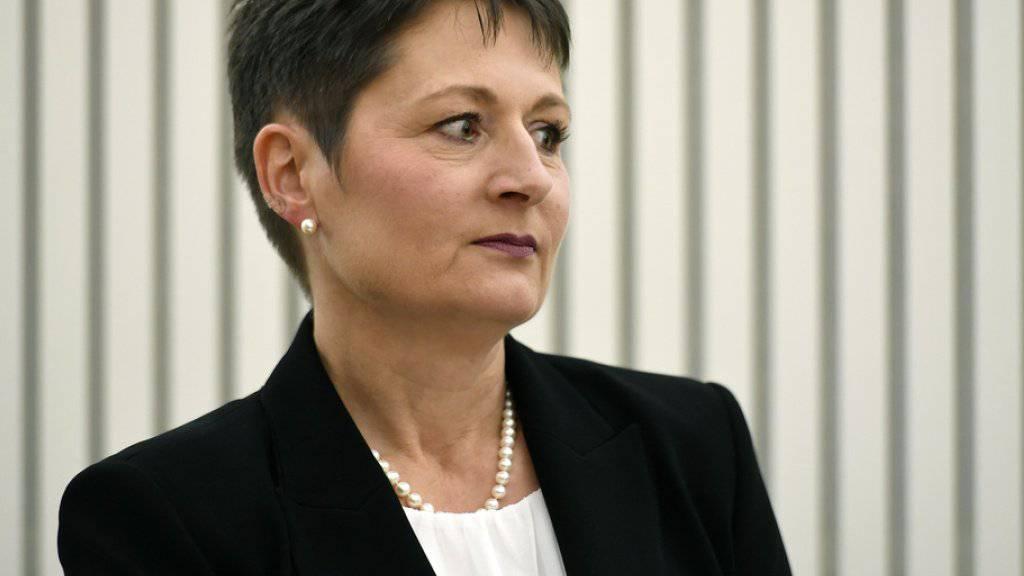 Roth verlässt SVP und bleibt im Amt
