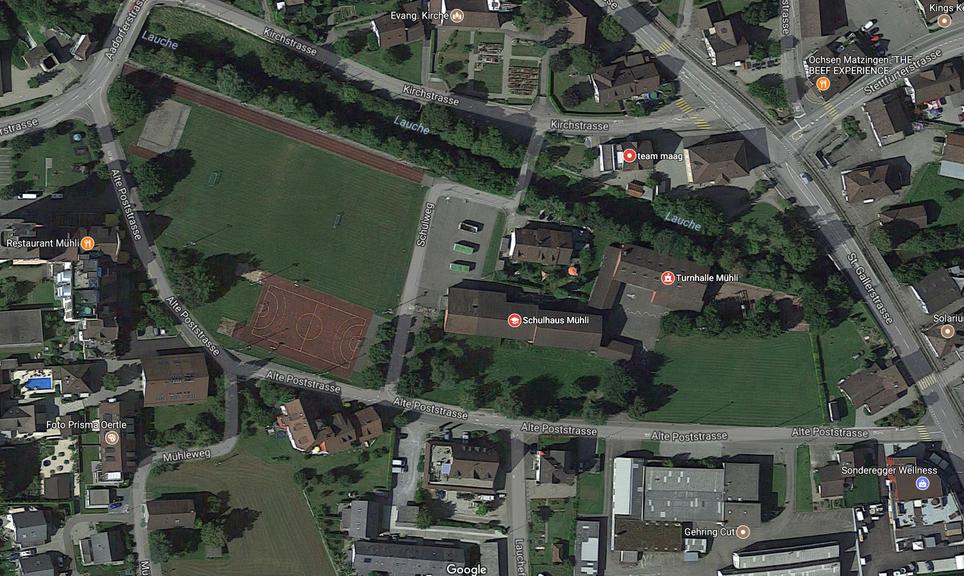 In der Mitte dieser Karte liegt das Problem: Das Schulhaus Mühli mit dem Betonplatz davor. Bild: Screenshot Google Maps