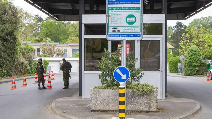 Die Grenzen bleiben bewacht, es gibt jedoch Lockerungen beim Kontrollregime. (Symbolbild)
