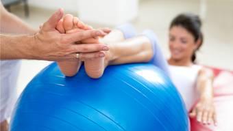 Dreh- und Angelpunkt im Gesundheitswesen sind die Ärzte: Wer seine Physiotherapie von der Krankenversicherung vergütet haben will, braucht dazu heute ein ärztliches Attest.