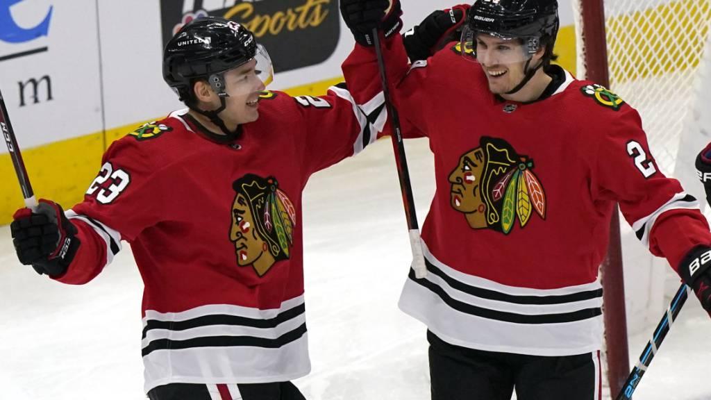 Philipp Kuraschew und Pius Suter waren mit ihren Toren massgeblich am dritten Saisonsieg der Chicago Blackhawks beteiligt