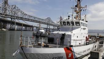 Schiffe der Küstenwache suchen nach den Vermissten