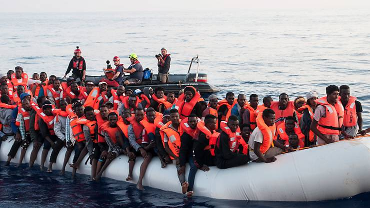 Sie haben die Überfahrt überlebt: Im Mittelmeer gerettete Migranten. (Archivbild)