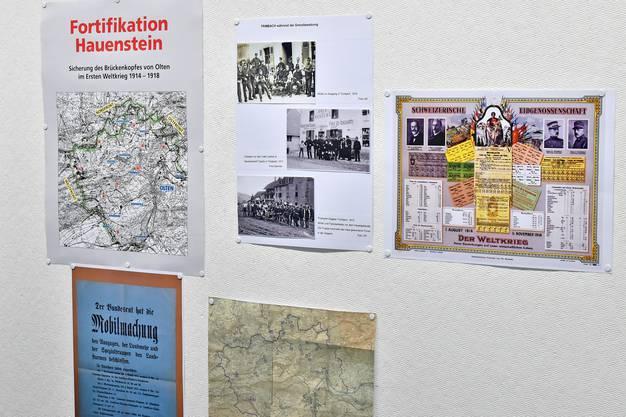 Anhand von Karten und Fotografien werden Bau und Alltagsleben in der Fortifikation Hauenstein dokumentiert.