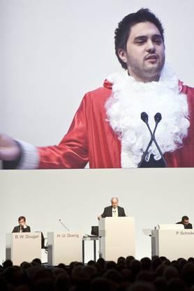 Cédric Wermuth 2010, als Samichlaus verkleidet an der Generalversammlung der Credit Suisse