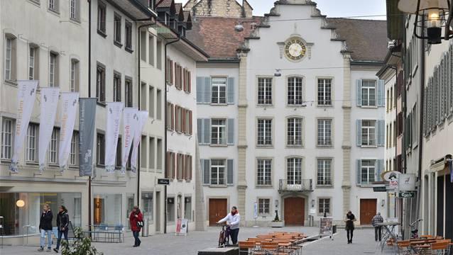 Das Rathaus in der historischen Altstadt von Aarau.