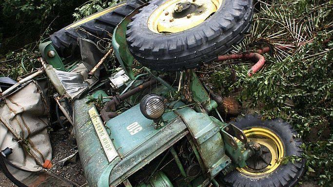 Der Traktor konnte noch nicht geborgen werden (Symbolbild).