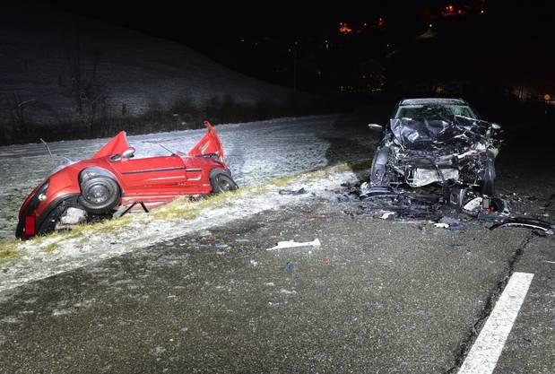 Der Lenker des VW Golf verletzte sich leicht.