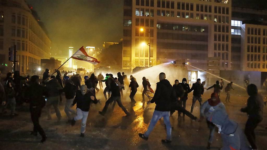 Zahl der Verletzten bei Protesten in Beirut steigt auf fast 400