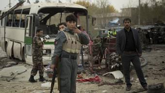 Was nach dem Bombenanschlag in Kabul übrig geblieben ist.