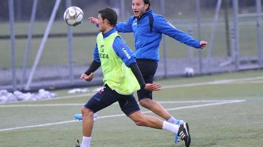 Aleksander Mitreski (links) und Shkelzen Gashi sollen dem FC Aarau neuen Schwung verleihen. (Bild: Alexander Wagner)