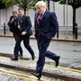 Der britische Premier Boris Johnson auf dem Weg zum Parteitag in Manchester.