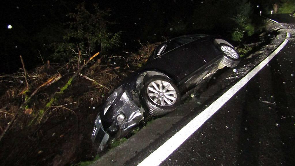 Autofahrer flüchtet nach Unfall mit grossem Sachschaden