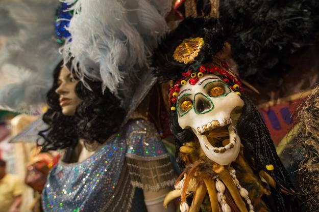 Glitzerkleider und Skelette – auch das ist Mardi Gras.