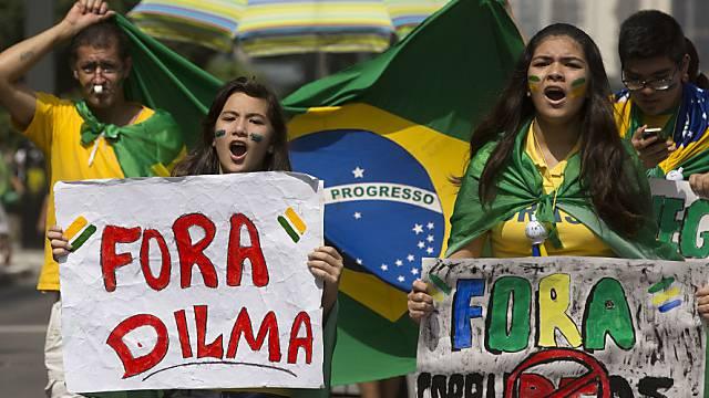 Proteste gegen die Schmiergeldaffaire beim Staatskonzern Petrobras