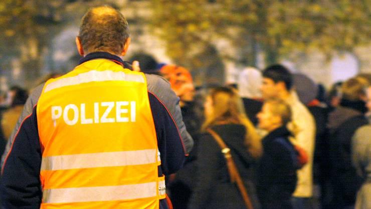 Demonstrationen wie hier die am Ende gewalttätige «Streetparty» am 11.11.2011 in Solothurn sind fürPolizisten besonders risikoreich.