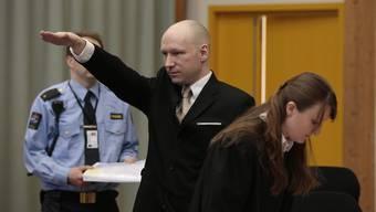Norwegischer Attentäter Anders Breivik provoziert vor Gericht mit Hitlergruss