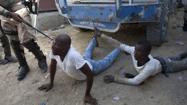 Festgenommene Demonstranten am Freitag in Port-au-Prince