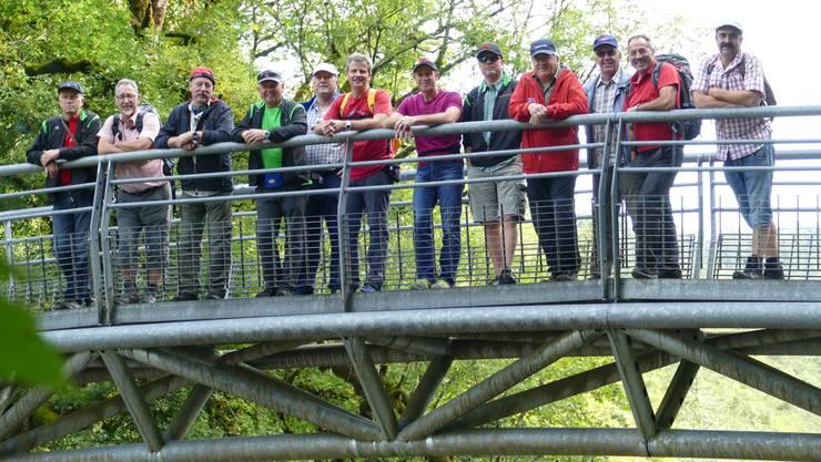 Gruppenbild mit Männerturnern kurz vor den Doubs-Wasserfällen