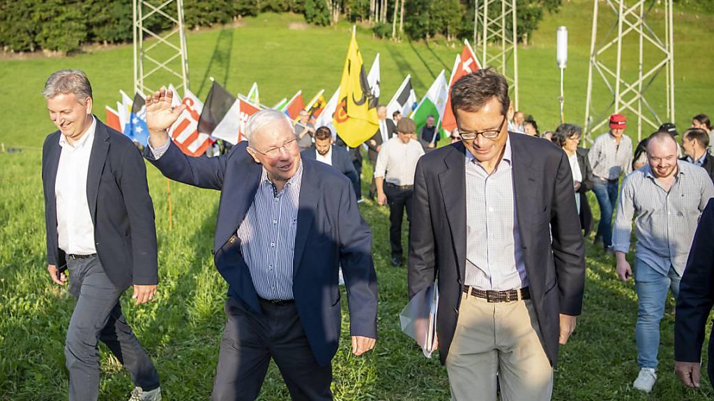 SVP feiert Abbruch der Verhandlungen mit der EU mit Höhenfeuern