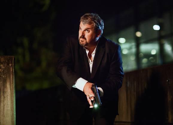 Mike Müller, hier auf der Flucht in der letzten Folge von Staffel 3, wird als «Bestatter» Luc Conrad Freienwil beehren.