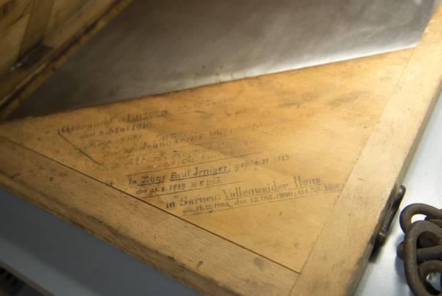 Fein säuberlich wurden die Namen der Getöteten auf die 40 Kilogramm schwere Klinge eingraviert – so auch der Name von Hans Vollenweider.