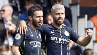Bernardo Silva (links) und Sergio Agüero schossen Manchester City mit ihren Toren zum 2:0 gegen Fulham